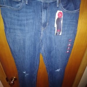 Levi's Jeans - 2 pairs of brand new Levi's will sell separately
